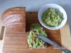 Guacamoli z chlebkiem