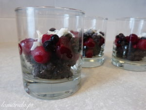 słodka czekoladowo-owocowa przekąska